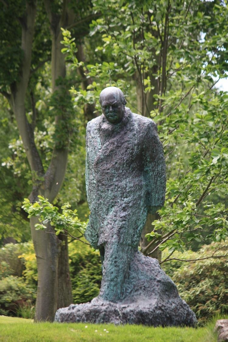 Winston Churchill Sculpture by Oscar Nemon, The Pines Garden, June 2013