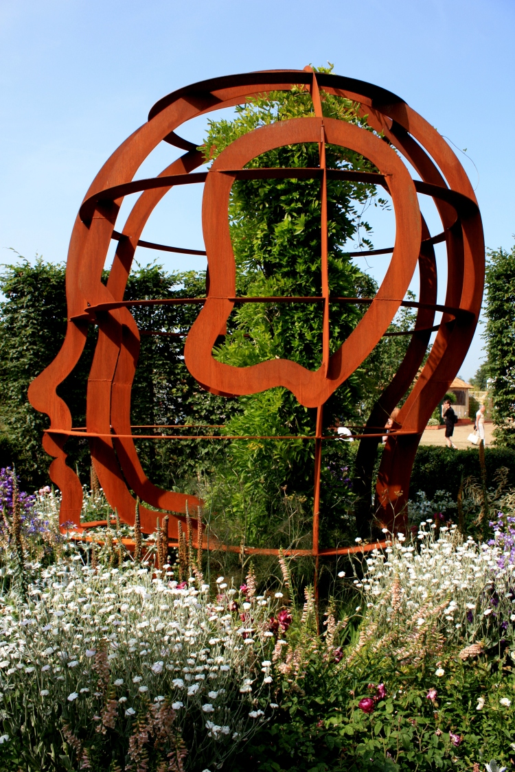 The McCarthy and Stone Garden designed by Chris Beardshaw, Hampton Court 2013