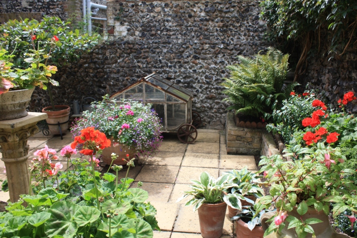 Courtyard, 3 Stone Road, Broadstairs, Aug 2013