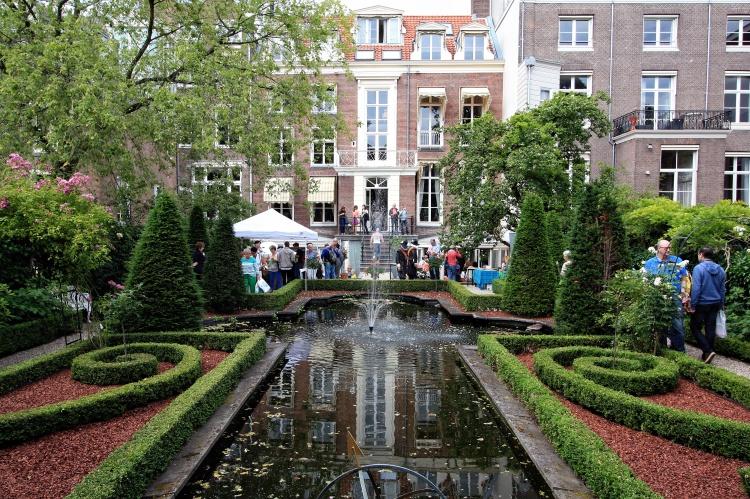 A formal garden designed by Robert Broekema in 1991 for the Museum Geelvinck