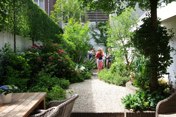 Only three years old, the garden at Singel 124 was carefully designed to make the most of the very narrow site