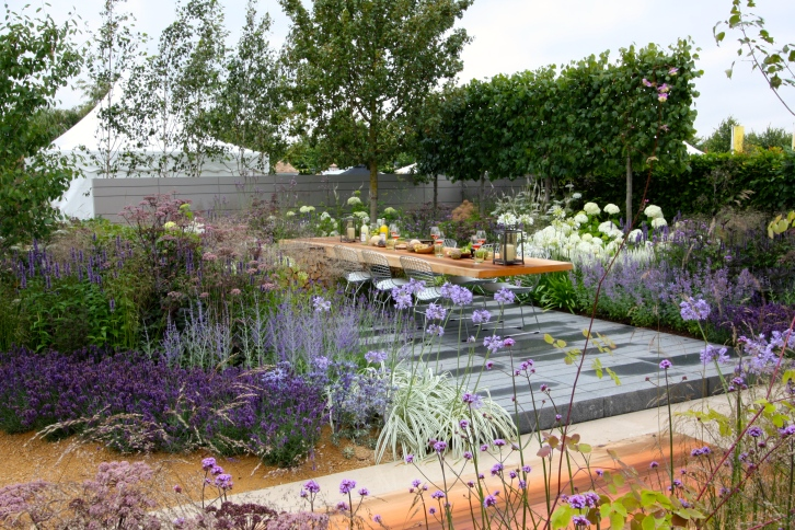 In Vestra Wealth's Vista garden, designer Paul Martin created the ultimate outdoor living space