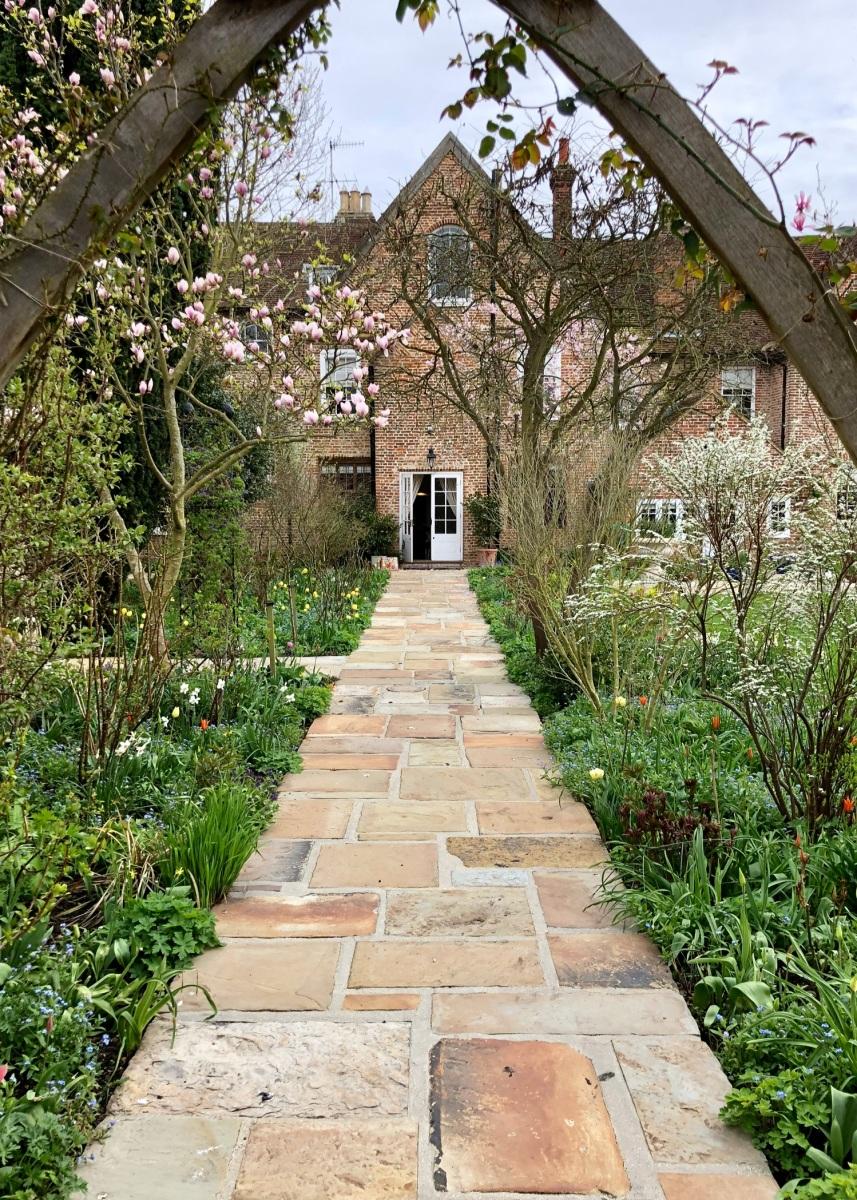 Watergate House, Fordwich: A Modern Romantic Garden